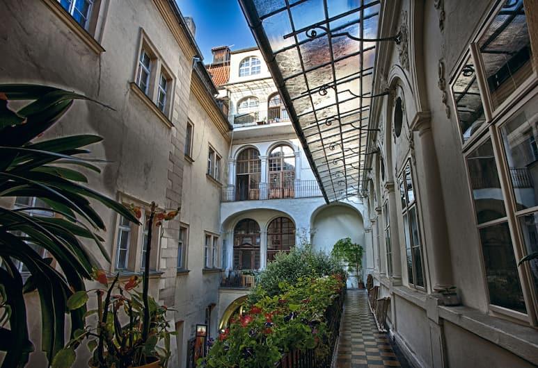 卡爾洛娃 25 公寓飯店, 布拉格, 門廊