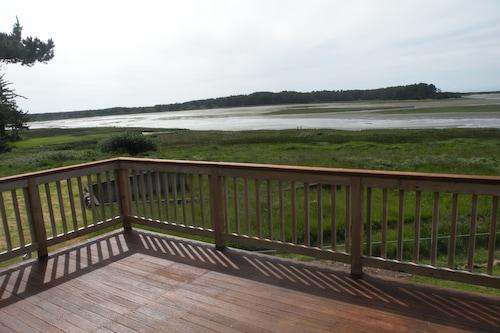 "The Sandlake View--Birding, Storms, Beach/></noscript><img class="""" data-src=""https://exp.cdn-hotels.com/hotels/33000000/32070000/32068500/32068475/0a65e376_y.jpg?impolicy=fcrop&w=500&h=333&q=high"" alt=""'The Sandlake View--Birding, Storms, Beach""/></span></div><div class=""_2mwGi9""><div class=""_1AWUGb""><section class=""xQv_W8""><div class=""OXlLRS""><h2 class=""_3-7yB4"">'The Sandlake View--Birding, Storms, Beach</h2></div><p class=""_1lXFgH""><span class=""_3PJboa""><span>14,7км до центру міста</span></span></p></section></div><div class=""_30dwfS _1hMIWH""><div class=""_2dCxfW""><span class=""S269px _1yY-Dp""><span class=""is-visually-hidden"">Оцінки гостей</span><span class=""_1biq31 _11XjrQ _3yXMS-"">9,0<span class=""is-visually-hidden"">.</span></span><span class=""_3Luohr"">Чудово</span><span class=""_3HBaeM"">4 відгуки гостей Hotels.com</span></span></div></div></div><a href=""https://ua.hotels.com/ho1027191200/the-sandlake-view-birding-storms-beach-kloverdejl-spoluceni-stati-ameriki/"" class=""_61P-R0"" rel=""nofollow noopener noreferrer""><span class=""is-visually-hidden"">'The Sandlake View--Birding, Storms, Beach</span></a></div></li><li><div class=""tObE0n""><div class=""_1M0UZH""><span class=""_1Ac6YH _2NFd5j _1DW1ZH ZCedaV""><noscript><img src=https://exp.cdn-hotels.com/hotels/41000000/40170000/40160900/40160865/9be7e27c_y.jpg?impolicy=fcrop&w=500&h=333&q=high alt=5870 Cloverdale - 4 Br Home/></noscript><img class="""" data-src=""https://exp.cdn-hotels.com/hotels/41000000/40170000/40160900/40160865/9be7e27c_y.jpg?impolicy=fcrop&w=500&h=333&q=high"" alt=""5870 Cloverdale - 4 Br Home""/></span><div class=""_3mfSem""><span class=""_351i3f""></span></div></div><div class=""_2mwGi9""><div class=""_1AWUGb""><section class=""xQv_W8""><div class=""OXlLRS""><h2 class=""_3-7yB4"">5870 Cloverdale - 4 Br Home</h2><span class=""_2dOcxA _1rJjyi"">4-зірковий</span></div><p class=""_1lXFgH""><span class=""_3PJboa""><span>15,9км до центру міста</span></span></p></section></div></div><a href=""https://ua.hotels.com/ho1286147680/5870-clo"