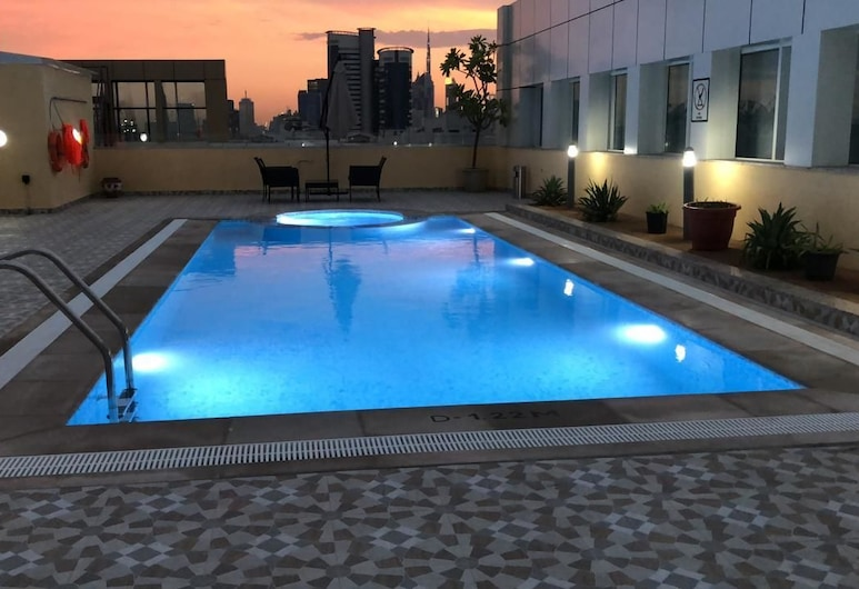 فندق جايكوبس جاردن هوتل, دبي, حمّام سباحة خارجي