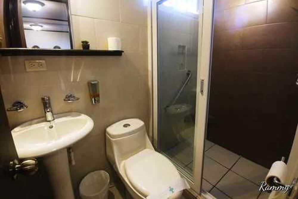 Pagerinto tipo dvivietis kambarys, 1 didelė dvigulė lova, Nerūkantiesiems - Vonios kambarys
