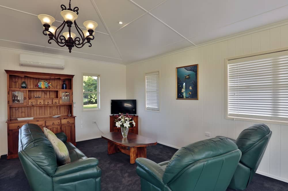 Luxury Cottage, 1 Bedroom, Mountain View - Living Room