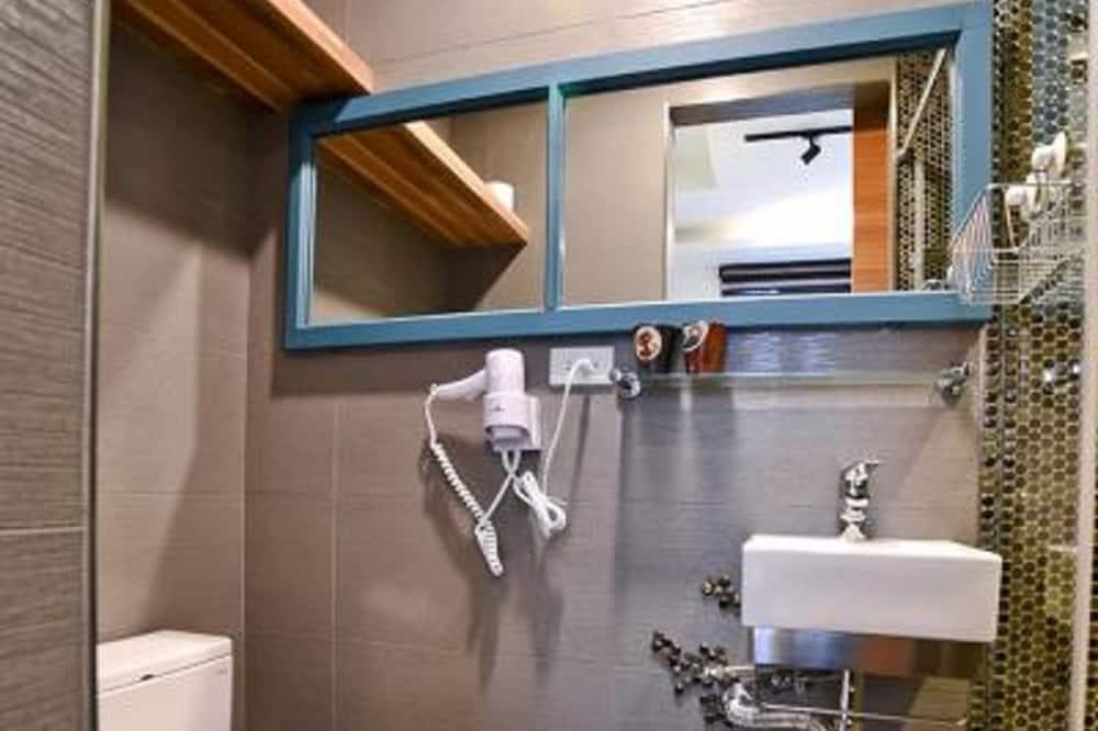 חדר סטנדרט זוגי, מספר מיטות, ללא עישון - חדר רחצה