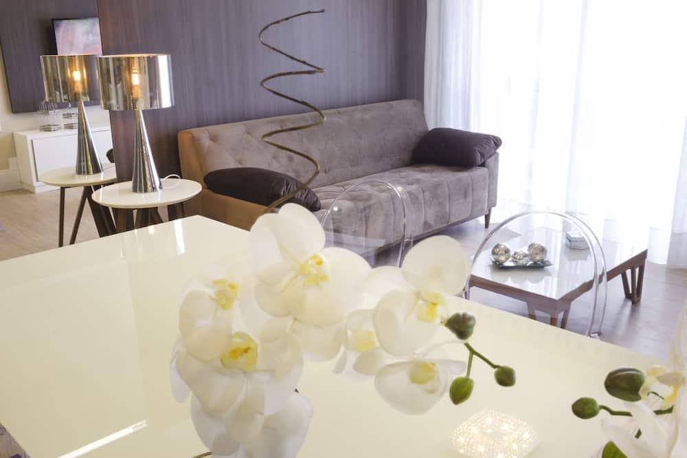 Suite Master  - Living Area