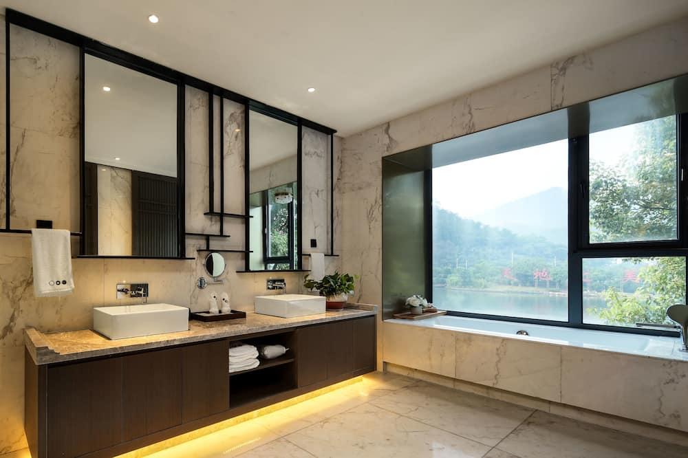 Superior Loft, Lake View - Bathroom