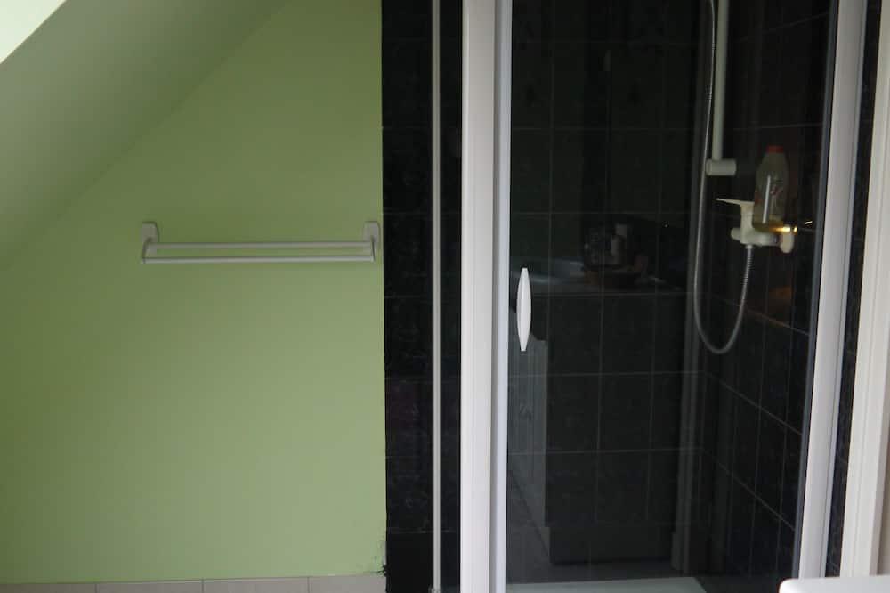 Standard Quadruple Room (Margaux) - Bathroom