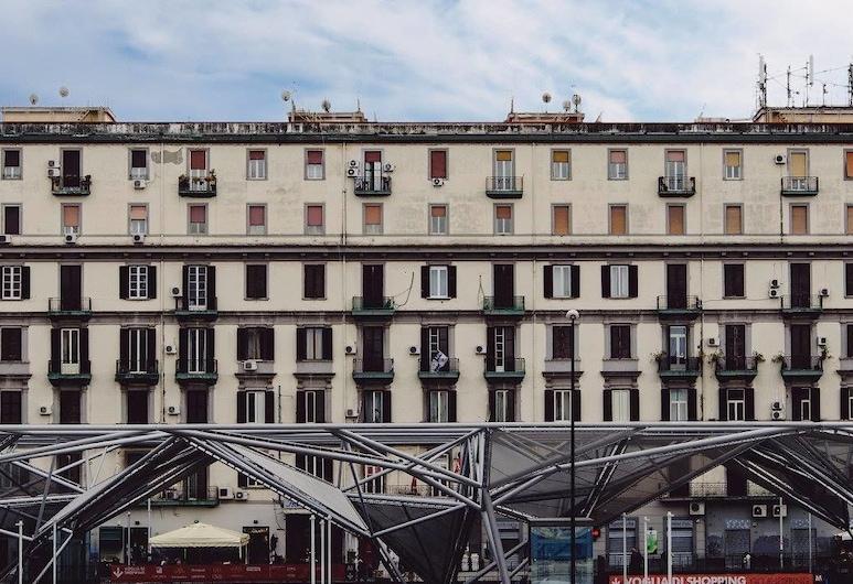 车站酒店, 那不勒斯, 酒店正门