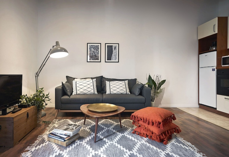 A Few Steps to The Duomo Comfortable 1BD Apt, Florence, Apartment, 1 Bedroom, Living Area