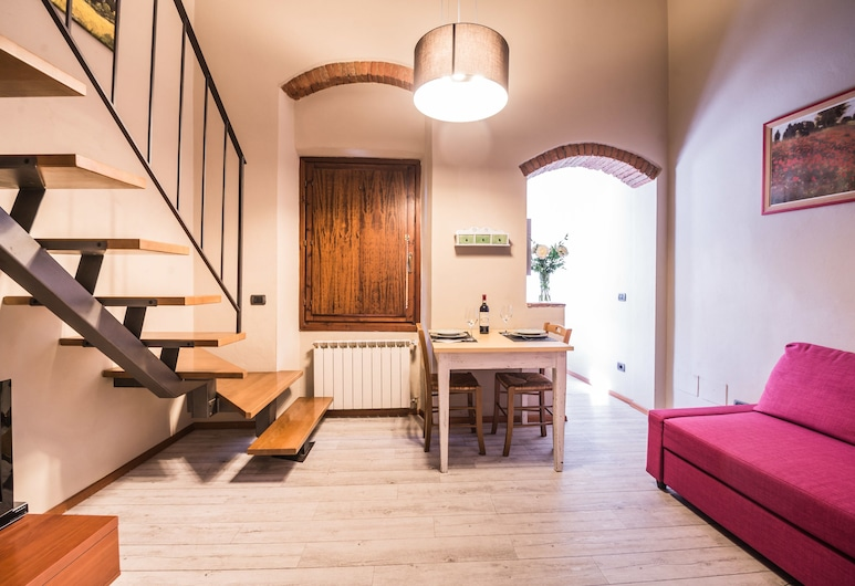 A Few Steps to The Duomo Elegant 2BD Apt, Florence, Apartment, 2 Bedrooms, Living Area
