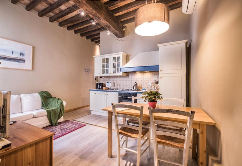 A Few Steps to The Duomo Enchanting 2BD Apt, Florence, Apartment, 2 Bedrooms, In-Room Dining