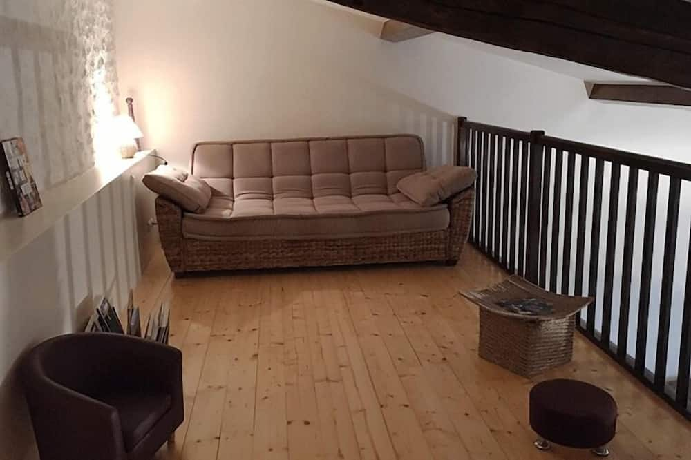 Family Triple Room, 1 Queen Bed with Sofa bed (Améthyste) - Living Area
