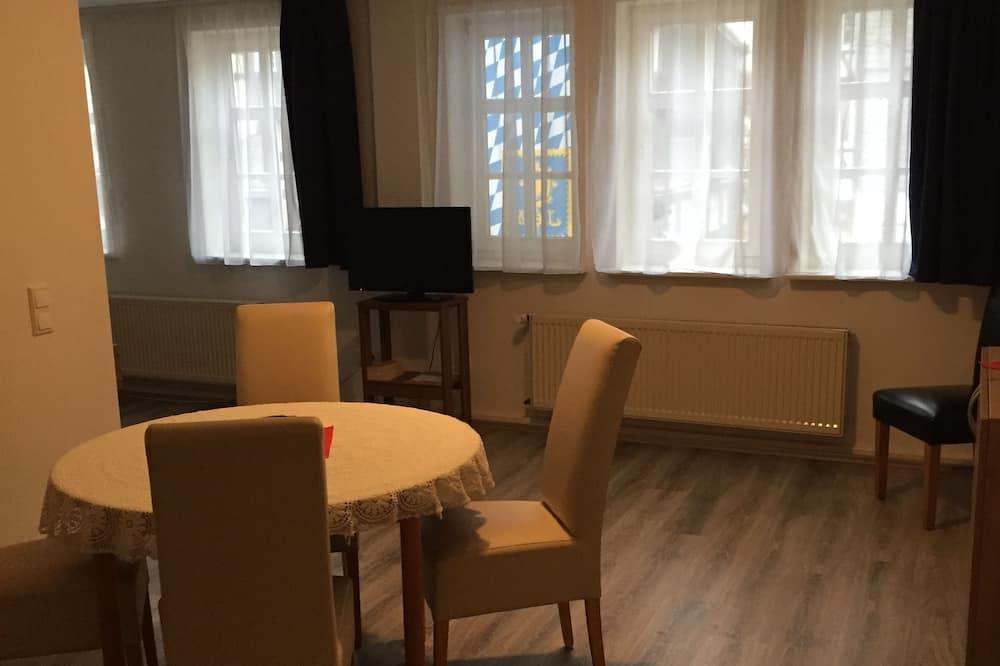 Business dubbelrum - 1 kingsize-säng - utsikt mot staden - Matservice på rummet