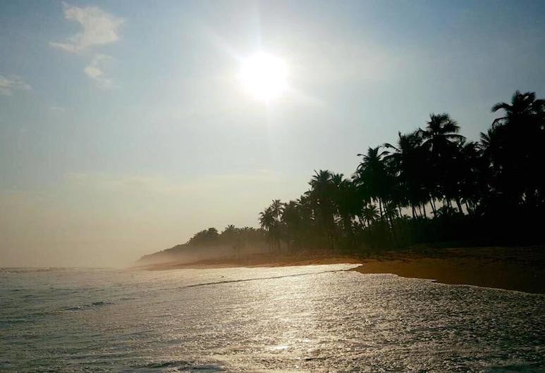 오텔 라 마리 블뢰, 아비장, 해변