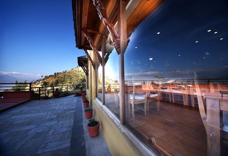 The lapsi tree resort, Nagarkot, Familiekamer, uitzicht op bergen, Terras