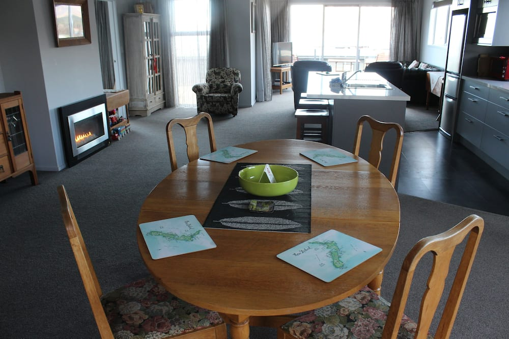 Apartmán typu Premium, 2 ložnice, výhled na jezero - Stravování na pokoji