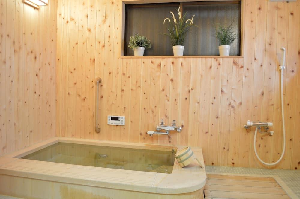 غرفة عادية - لغير المدخنين - بحمام مشترك (Japanese Style Room for 2 guests) - حمّام