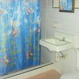חדר קלאסי זוגי, 2 מיטות זוגיות, ללא עישון, נוף להר - חדר רחצה