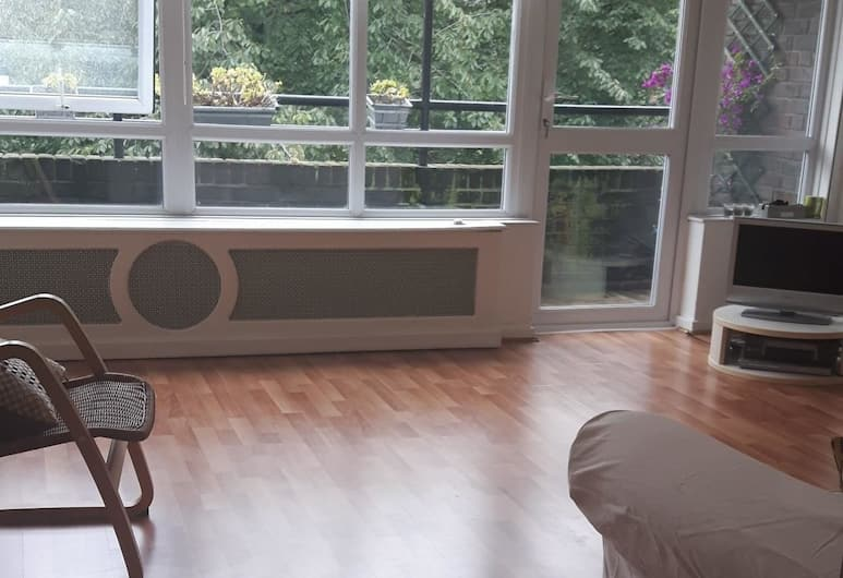 Charming 2 Bedroom Apartment in East London, London, Living Area