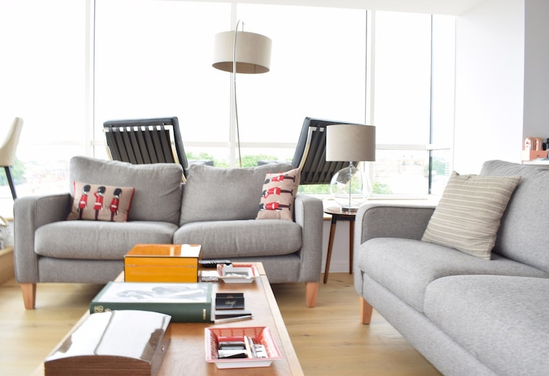2 Bedroom Apartment in Pimlico, London, Wohnbereich