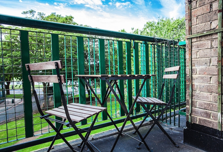 Bright 2 Bedroom Property With Balcony, Londres