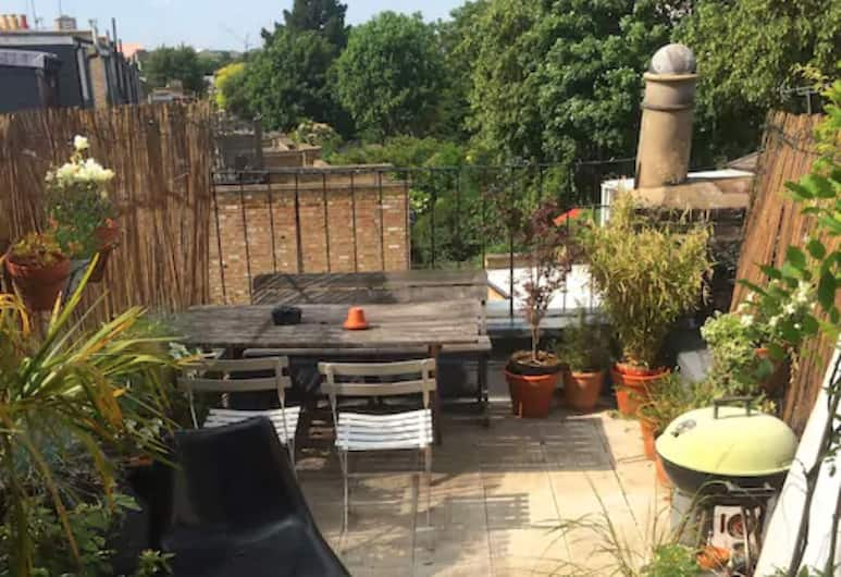 1 Bedroom Apartment in Arsenal, London, Terrass