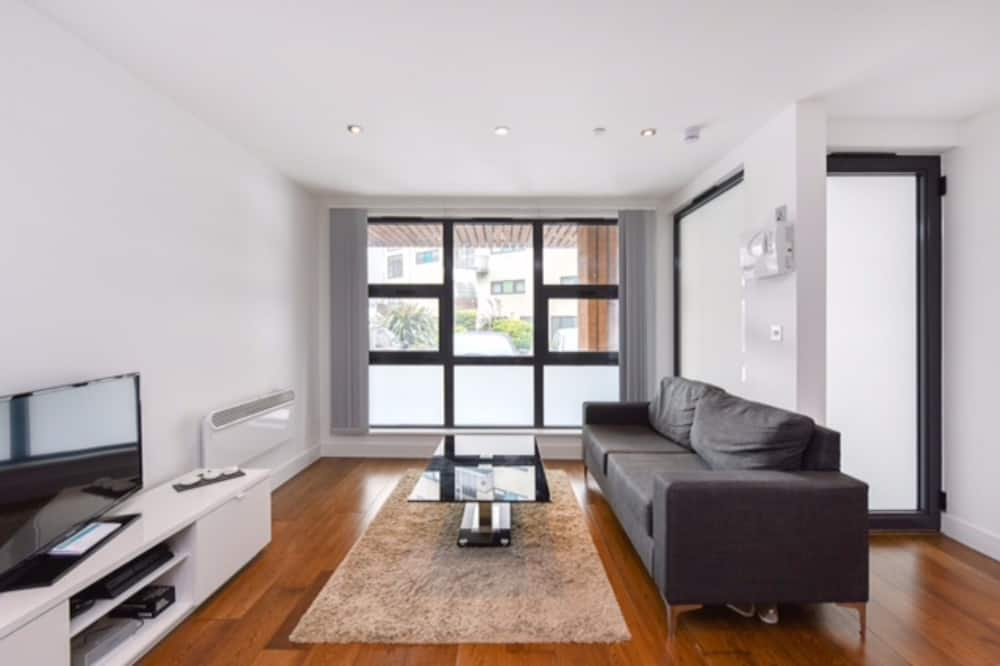 Canary Wharf 2 Bedroom Flat With Parking