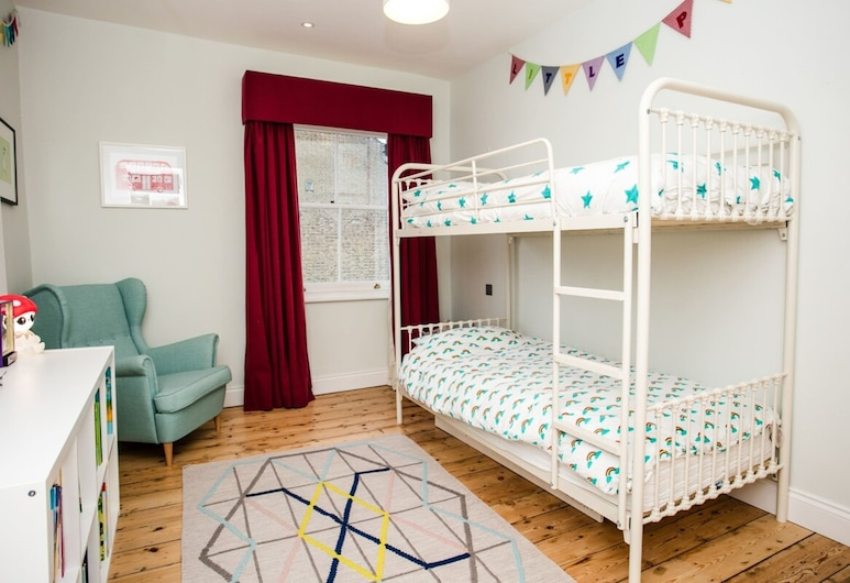 3 Bedroom Family Home Sleeps 6 in Camden, Londra