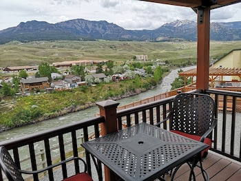 Picture of Yellowstone Riverside Cottages in Gardiner
