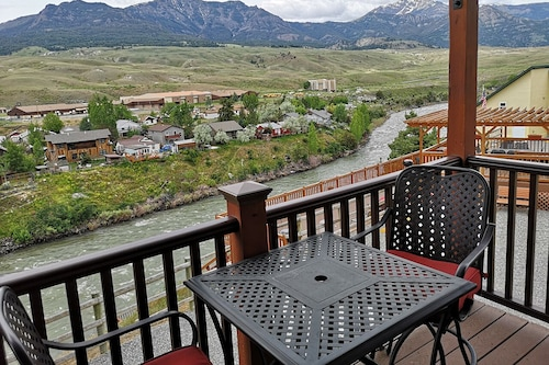 Book Yellowstone Riverside Cottages In Gardiner Hotels Com