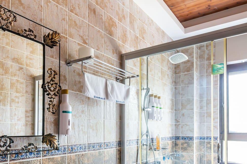 Superior-Vierbettzimmer, Badewanne, Bergblick - Badezimmer