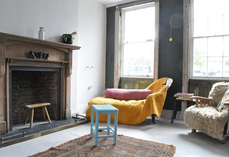 Colourful 3 Bedroom House in Camberwell, London