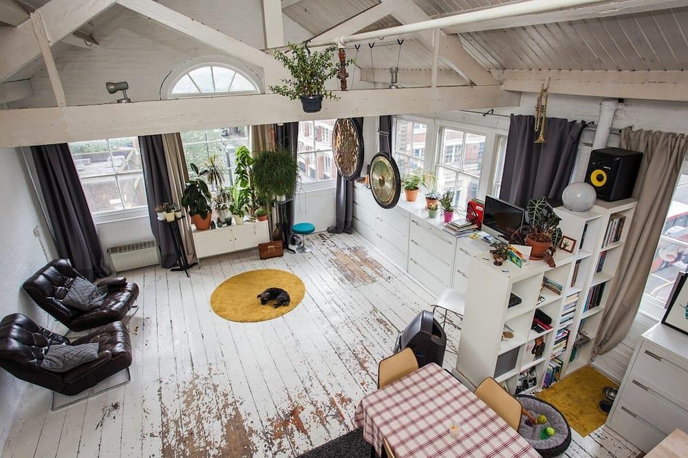 Apartment (0 Bedroom) - Living Room