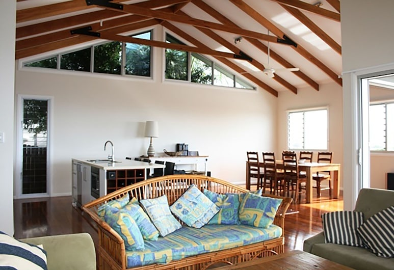 Chaddies Beach House, Crescent Head, Casa, 2 habitaciones (1 Queen, 1 Single, 1 Tri-bunk), Sala de estar
