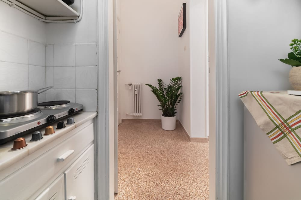 City Apartment, 1 King Bed, Non Smoking, Courtyard View - In-Room Dining