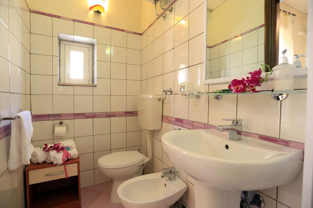 Basic-Apartment, 1 Queen-Bett, Nichtraucher, Stadtblick - Badezimmer