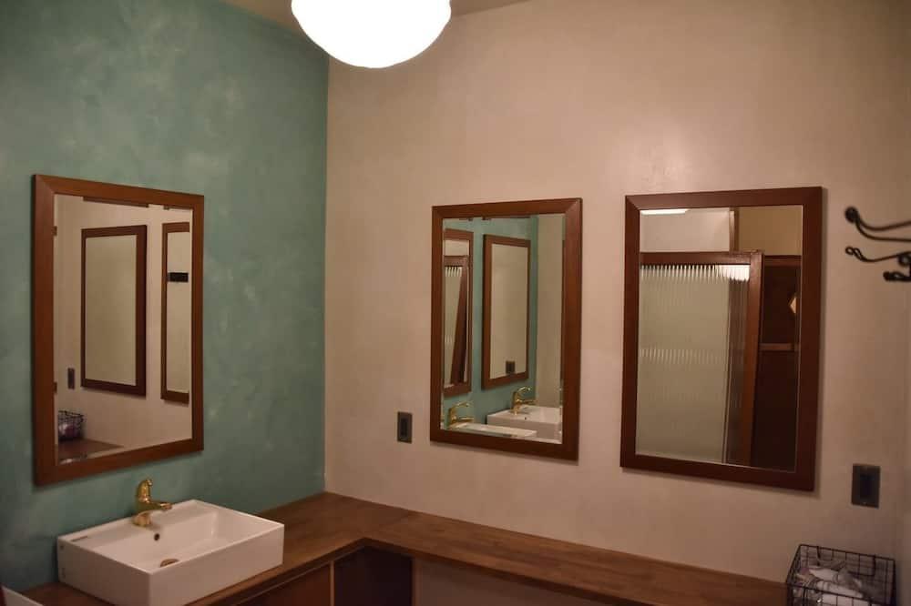 ドミトリールーム 男女共用 二段ベッド1名分 - バスルームのシンク