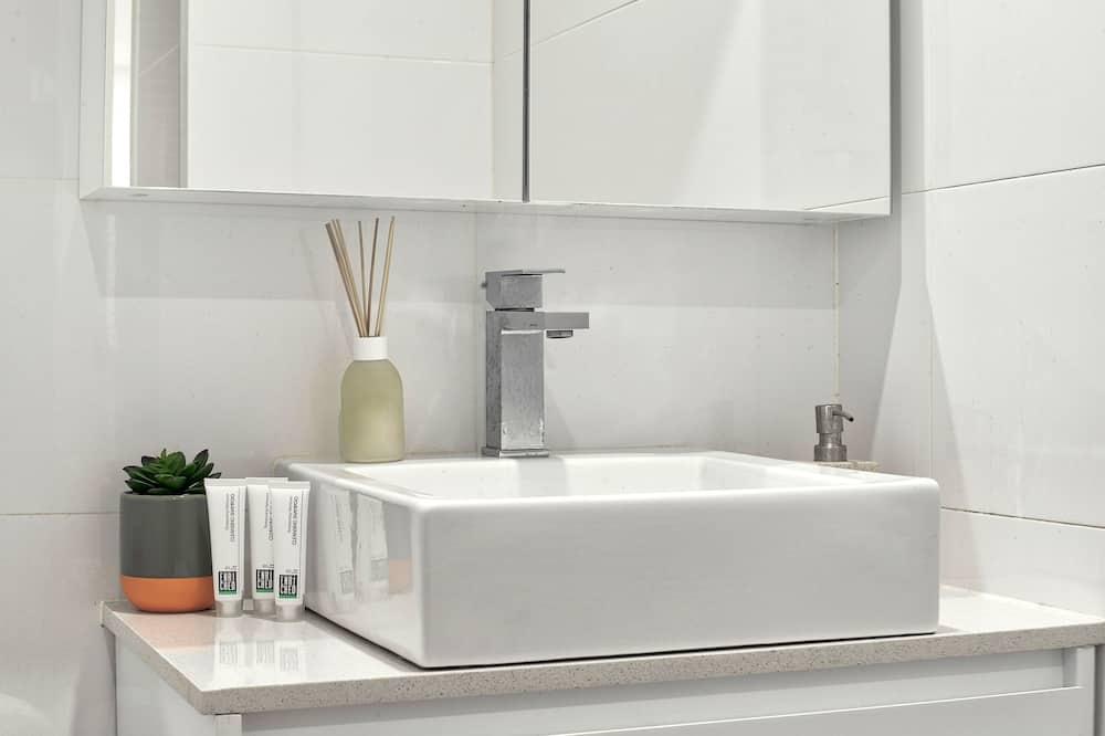 2 Bedroom Terrace - Bathroom Sink