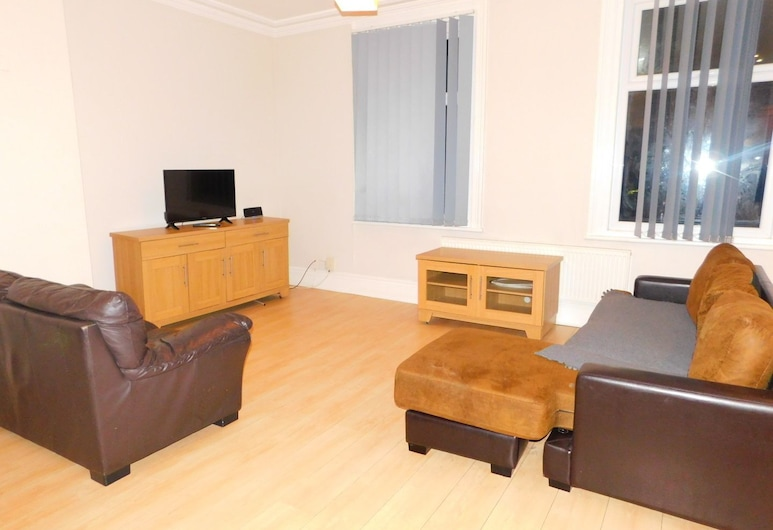Deluxe City Apartment, Sheffield, Comfort Apartment, 2 Bedrooms, Living Area