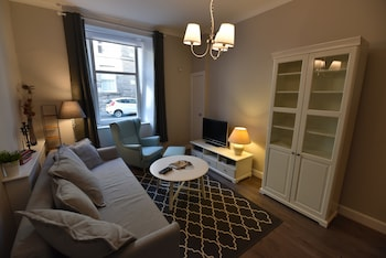 Picture of First - Caledonian House Apartment in Edinburgh