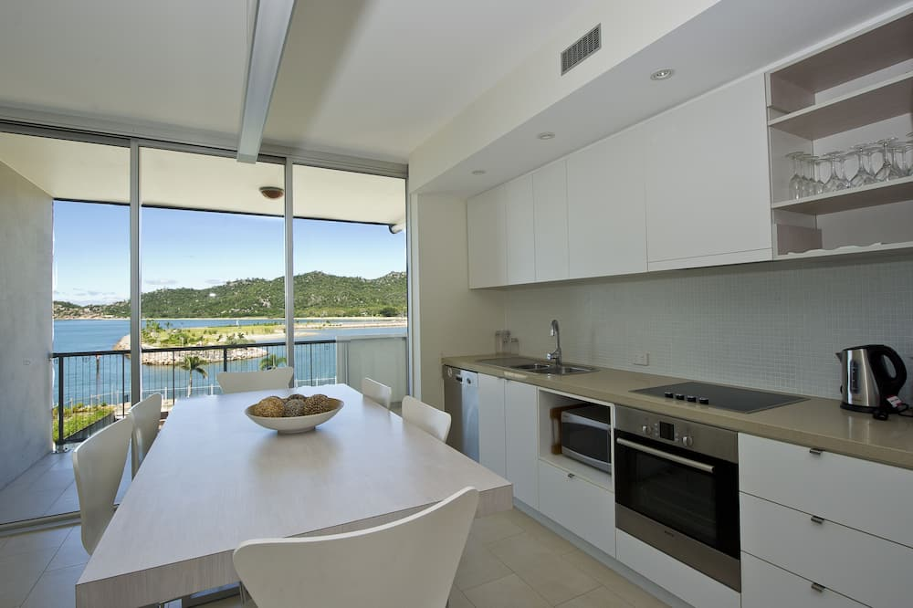 Superior Apartment, 1 Bedroom, Pool Access, Ocean View - In-Room Dining