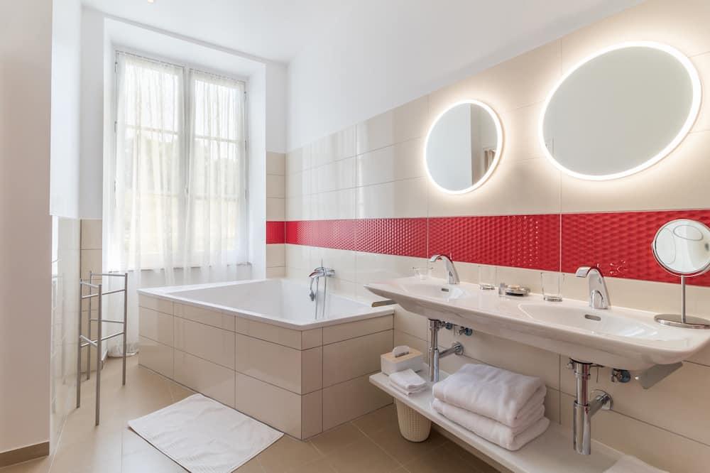 Romantic Double Room (Rouge) - Bathroom Amenities