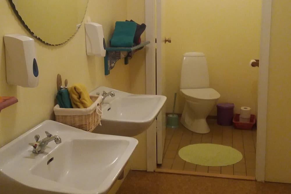Kolmen hengen huone, Jaettu kylpyhuone - Kylpyhuone