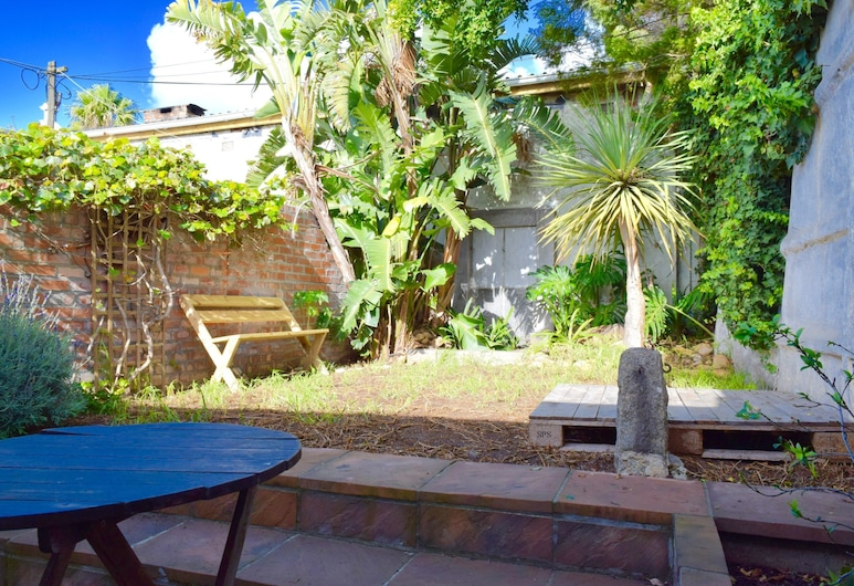 2 Bedroom House in Observatory Cape Town, Cape Town