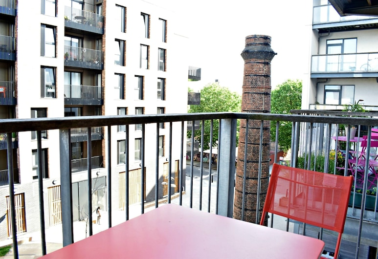 Modern 2 Bedroom Apartment Next To Olympic Park, London, Balcony