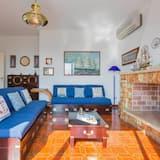 House, 4 Bedrooms, Oceanfront - Living Room