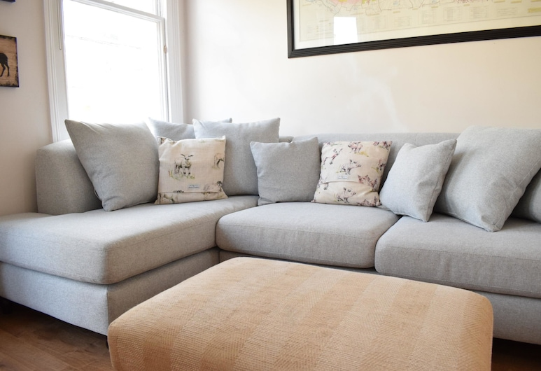 Fulham 2 Bedroom Apartment, London, Living Area