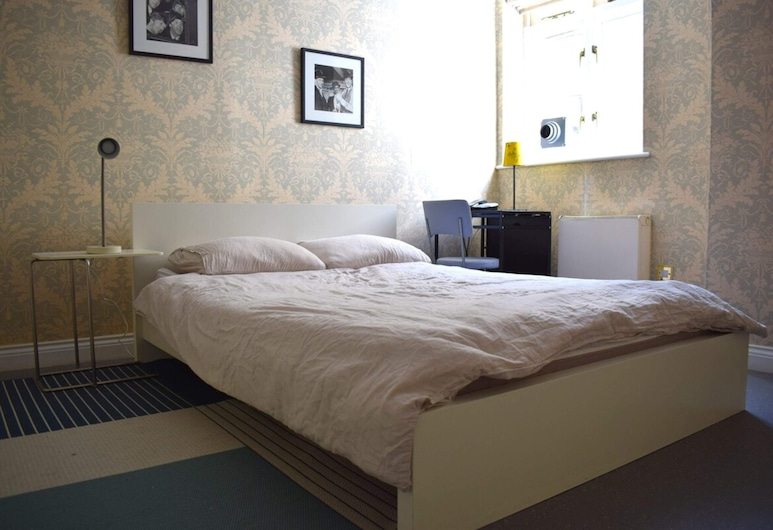 Stylish and Spacious 1 Bed in Central London!, Londýn
