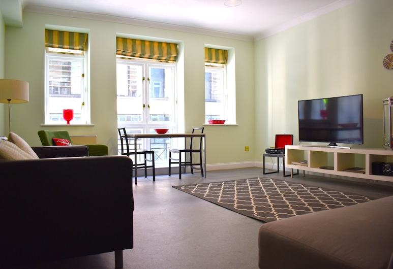 Central London Spacious 1 Bedroom Flat, London