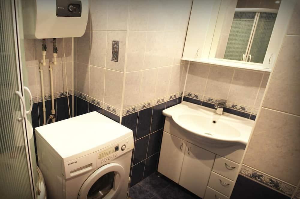 Апартаменты «Комфорт», Несколько кроватей, для некурящих, вид на город - Ванная комната