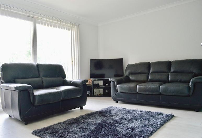 Newly Refurbished And Modern 2 Bedroom Flat, Edinburgh