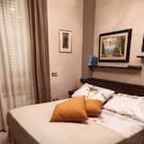 Dvivietis kambarys su patogumais, 1 didelė dvigulė lova, atskiras vonios kambarys, Mezoninas - Svetainės zona